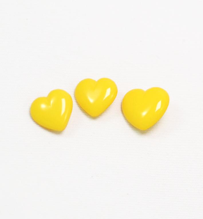 πλαστικό παιδικό κουμπί καρδιά κίτρινη