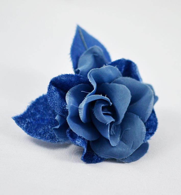 μπλε μποτονιερα