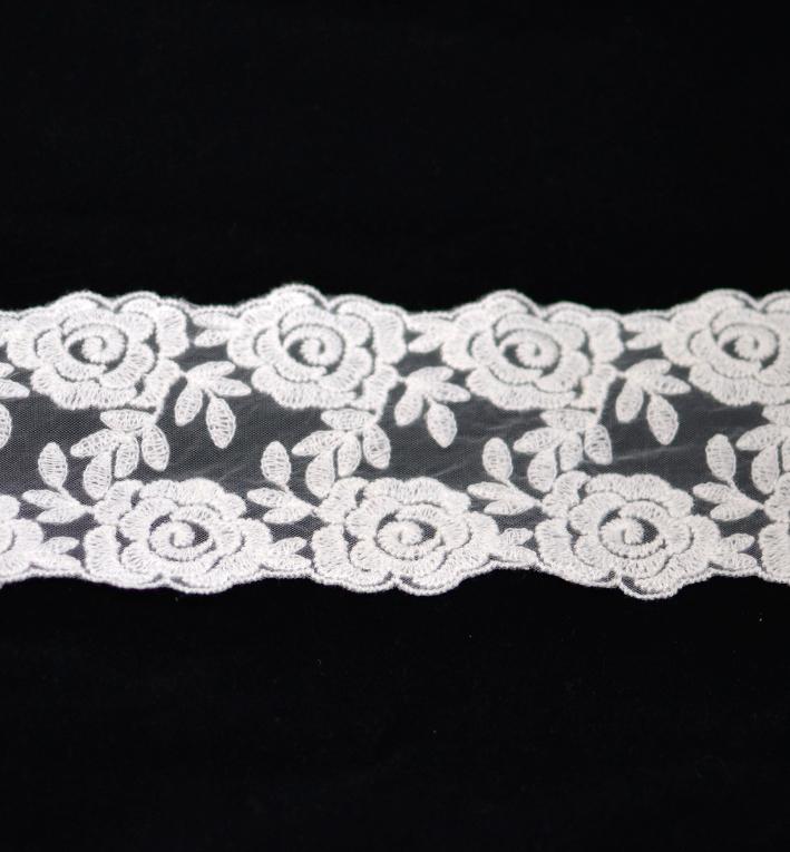 δαντελα λευκη τριανταφυλλα
